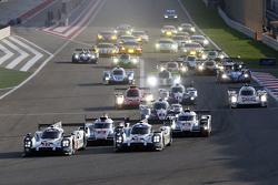 Inico: #17 Porsche Team Porsche 919 Hybrid: Timo Bernhard, Mark Webber, Brendon Hartley y #18 Porsch