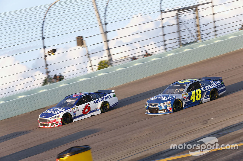 Trevor Bayne, Roush Fenway Racing Ford; Jimmie Johnson, Hendrick Motorsports Chevrolet