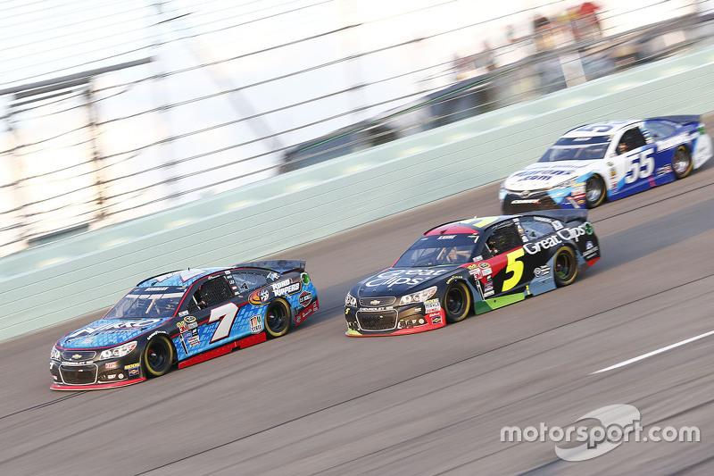 Alex Bowman, Tommy Baldwin Racing Chevrolet; Kasey Kahne, Hendrick Motorsports Chevrolet