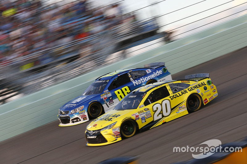 Dale Earnhardt Jr., Hendrick Motorsports Chevrolet; Matt Kenseth, Joe Gibbs Racing Toyota