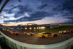 Kevin Harvick, Stewart-Haas Racing Chevrolet; Kyle Busch, Joe Gibbs Racing Toyota; Joey Logano, Team Penske Ford; Jeff Gordon, Hendrick Motorsports Chevrolet