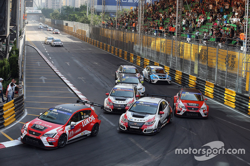 Pepe Oriola, SEAT Leon, Team Craft-Bamboo LUKOIL and Gianni Morbidelli, Honda Civic TCR, West Coast Racing