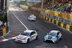 Lorenzo Veglia, Volkswagen Golf TCR, Team Engstler and Andrea Belicchi, SEAT Leon, Target Competition