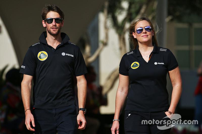 Romain Grosjean, Lotus F1 Team, mit Aurelie Donzelot, Lotus F1 Team, Pressesprecherin