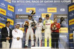 Podium: race winnaar Jose Maria Lopez, Citroën C-Elysée WTCC, Citroën World Touring Car team, tweede