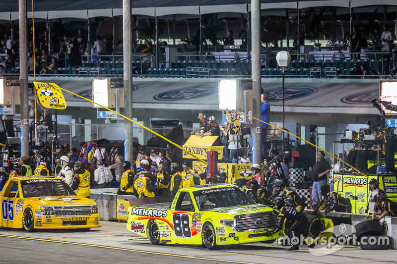 Pit stop for Matt Crafton, Thorsport Racing