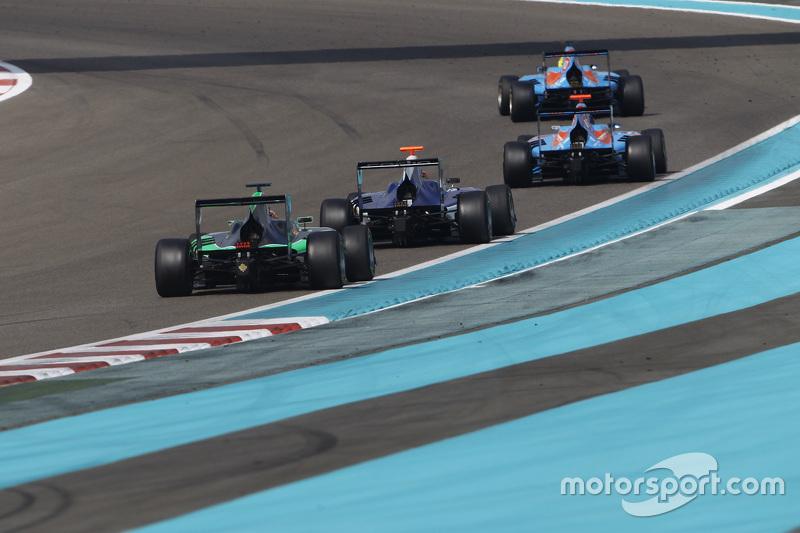 Пел Вархауг, Jenzer Motorsport, лідирує  Ральф Бошунг, Jenzer Motorsport, Мітч Гілберт, Carlin та Себ Морріс, Status Grand Prix