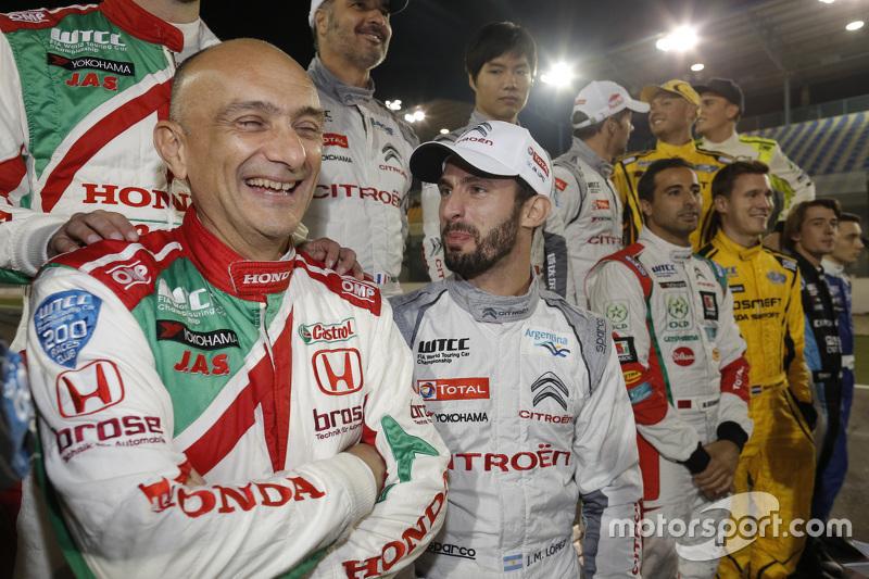 Gabriele Tarquini, Honda Civic WTCC, Honda Racing Team JAS; Jose Maria Lopez, Citroën C-Elysée WTCC, Citroën World Touring Car Team