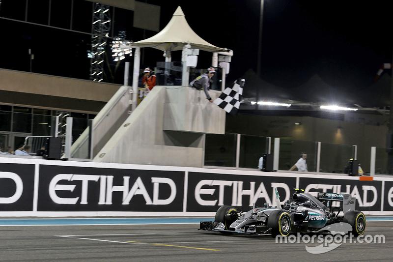 Nico Rosberg, Mercedes AMG F1 W06 celebra al llevarse la bandera a cuadros