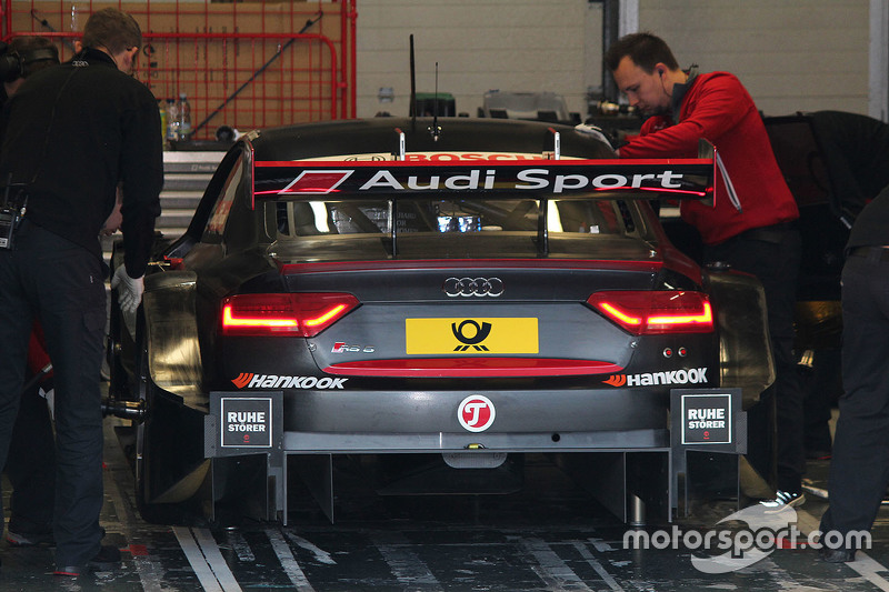 Audi RS 5 DTM Test Car steering wheel