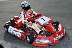 Márquez conduce un kart