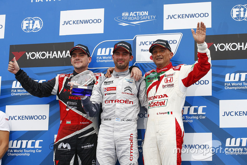 Podium: winner Jose Maria Lopez, Citroën World Touring Car team, second place Norbert Michelisz, Zen