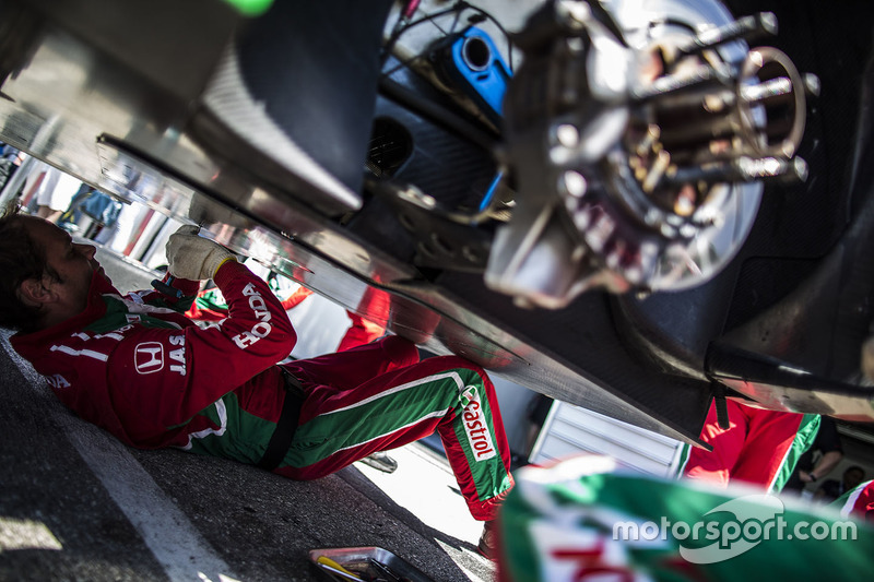Honda Racing Team JAS mechanics at work