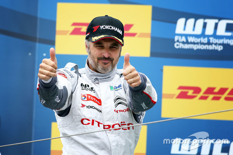 Podium: race winner Yvan Muller, Citroën C-Elysee WTCC, Citroën World Touring Car team