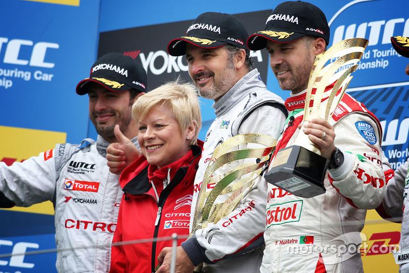 Podium: race winner Yvan Muller, Citroën C-Elysee WTCC, Citroën World Touring Car team, second place Jose Maria Lopez, Citroën C-Elysee WTCC, Citroën World Touring Car team, third place Tiago Monteiro, Honda Civic WTCC, Honda Racing Team JAS