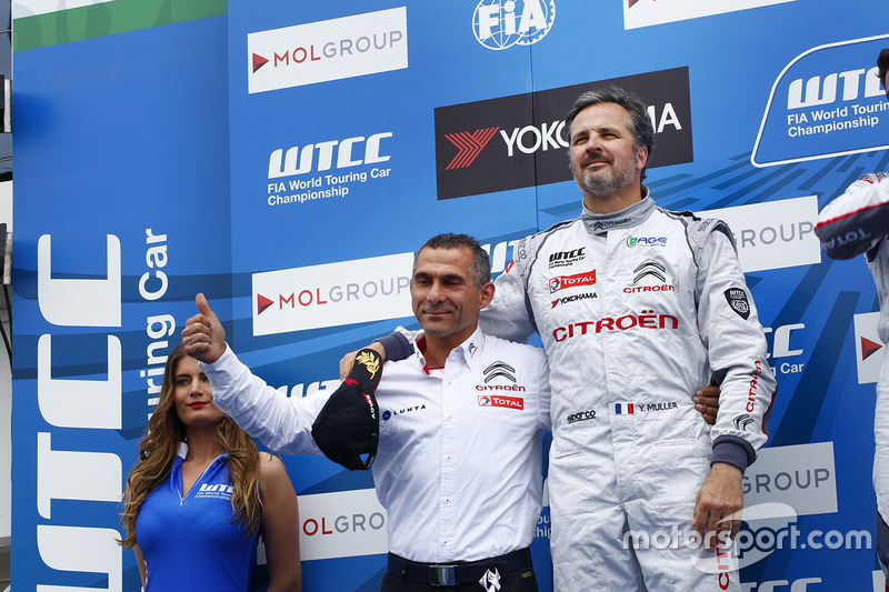Podium: second place Yvan Muller, Citroën C-Elysee WTCC, Citroën World Touring Car team
