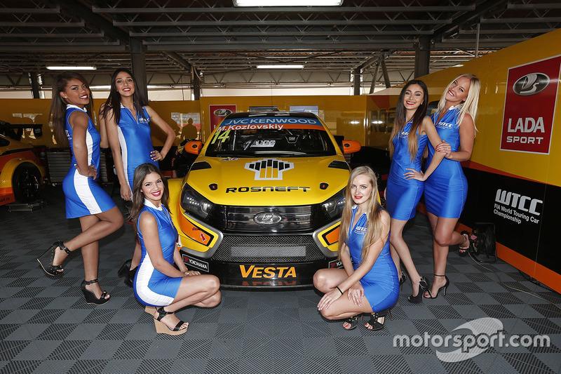 Gridgirls für Mikhail Kozlovskiy, Lada Vesta WTCC , Lada Sport Rosneft