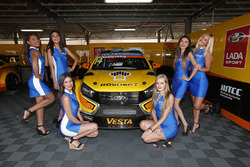 Mikhail Kozlovskiy, Lada Vesta WTCC , Lada Sport Rosneft with grid girls