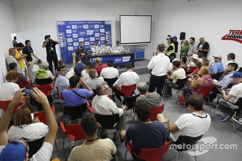 Press conference: Tom Chilton, Chevrolet RML Cruze TC1, ROAL Motorsport, Yvan Muller, Citroën C-Elys