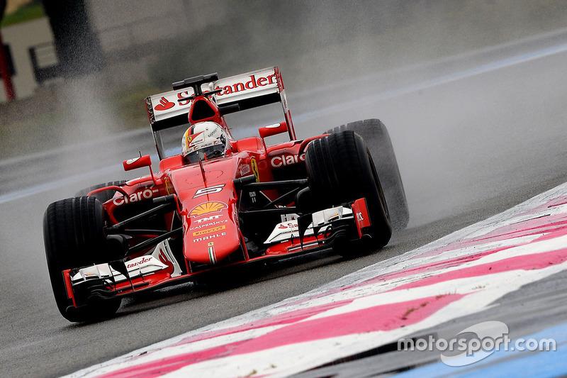 Sebastian Vettel, Ferrari, mengetes ban prototipe Pirelli