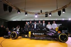 Kevin Magnussen, Renault F1 Team, Esteban Ocon, pilote d'essais Renault Sport F1 Team, Carlos Ghosn, PDG de Renault, Jolyon Palmer, Renault Sport F1 Team, Jérôme Stoll, président de Renault Sport Racing, Frédéric Vasseur, directeur de la compétition de Ren