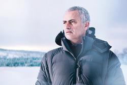 José Mourinho Jaguar F-Pace aracını sürüyor