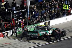 Arrêt aux stands pour Johnny Sauter, GMS Racing Chevrolet