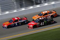 Jamie McMurray, Chip Ganassi Racing Chevrolet, Kurt Busch, Stewart-Haas Racing Chevrolet, Carl Edwards, Joe Gibbs Racing Toyota
