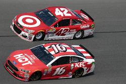 Kyle Larson, Chip Ganassi Racing Chevrolet, Greg Biffle, Roush Fenway Racing Ford