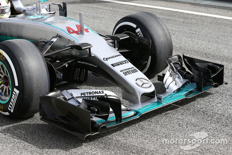Lewis Hamilton, Mercedes AMG F1 Team W07 front wing