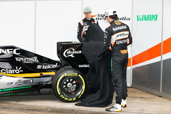 Nico Hulkenberg, Sahara Force India F1 und Sergio Perez, Sahara Force India F1 enthüllen den Sahara Force India F1 VJM09