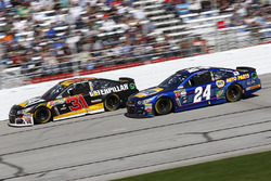 Ryan Newman, Richard Childress Racing Chevrolet; Chase Elliott, Hendrick Motorsports Chevrolet