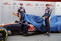 Max Verstappen, Scuderia Toro Rosso y Carlos Sainz Jr., Scuderia Toro Rosso develan el  Scuderia Toro Rosso STR11
