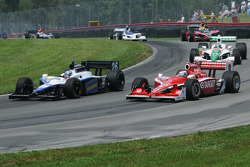 Scott Dixon and Marco Andretti runs together
