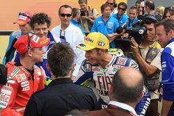Segundo lugar Casey Stoner y Valentino Rossi ganador de la carrera