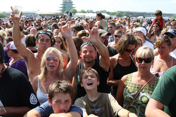 Fans at the The Goo Goo Dolls concert