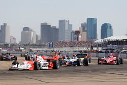 Start: Helio Castroneves leads Oriol Servia