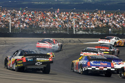 Patrick Carpentier and Mike Bliss after a contact