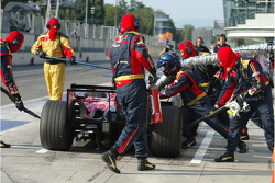 Sebastian Vettel, Scuderia Toro Rosso, STR03, pitstop