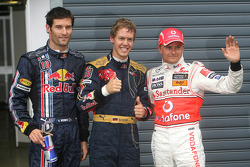 El autor de la pole Sebastian Vettel, el segundo Heikki Kovalainen, y tercero Mark Webber