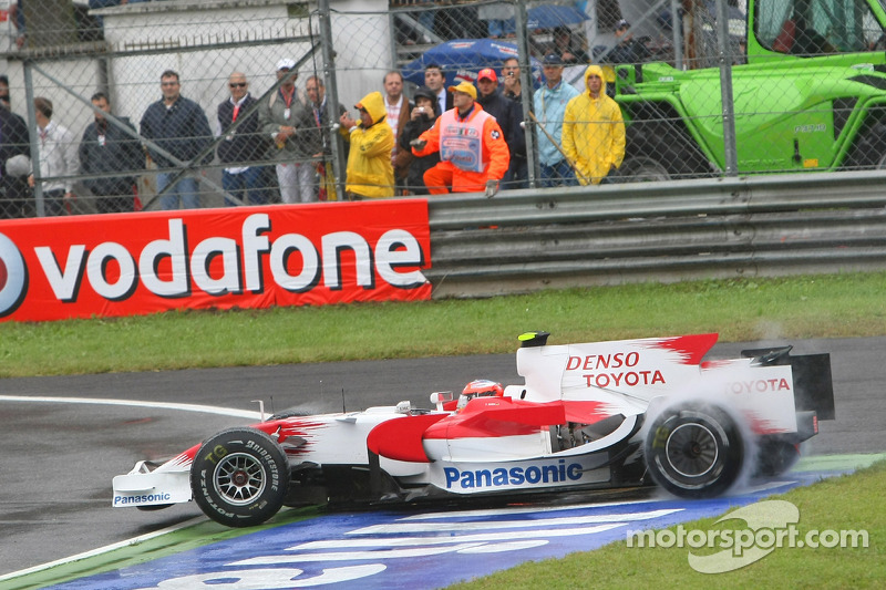 Timo Glock, Toyota F1 Team, TF108 spins