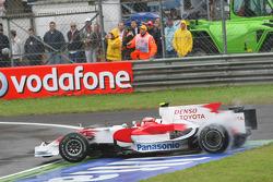 Timo Glock, Toyota F1 Team, TF108 spins