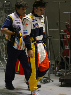 Fernando Alonso, Renault F1 Team walks back to his garage after stopping on the circuit