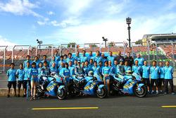 Rizla+ Suzuki photoshoot: Kousuke Akiyoshi, Loris Capirossi and Chris Vermeulen pose with Suzuki team members
