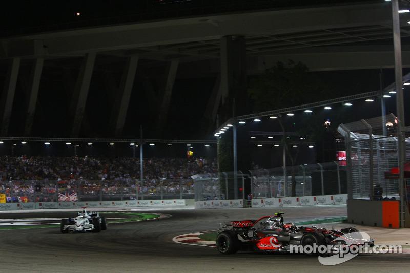 Heikki Kovalainen, McLaren Mercedes, MP4-23; Nick Heidfeld, BMW Sauber F1 Team, F1.08