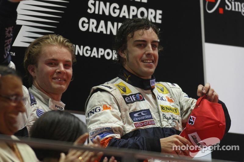 Podium: Sieger Fernando Alonso; 2. Nico Rosberg