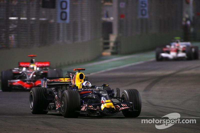 David Coulthard, Red Bull Racing; Lewis Hamilton, McLaren Mercedes