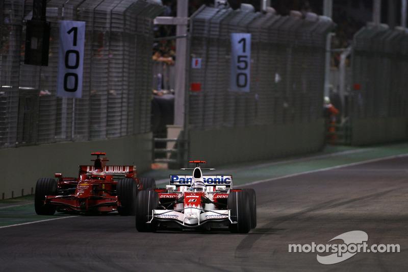 Jarno Trulli, Toyota F1 Team; Kimi Räikkönen, Scuderia Ferrari
