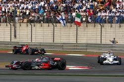 Heikki Kovalainen, McLaren Mercedes, MP4-23 leads Nick Heidfeld, BMW Sauber F1 Team, F1.08