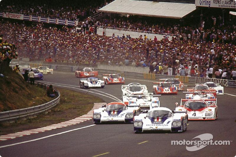 Départ: Jack Icks; Derek Bell prend la tête devant Jochen Mass; Vern Schuppan